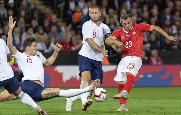 Nhân tố đội M gây sốt khi quyết định 1 cân 3 hậu vệ Thụy Sĩ - Bóng Đá