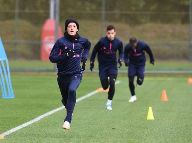 Siêu tiền đạo của Arsenal vã mồ hôi khi đối mặt với bệnh binh - Bóng Đá