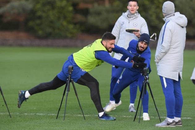 Jorginho báo tin vui cho NHM Chelsea trên sân tập - Bóng Đá