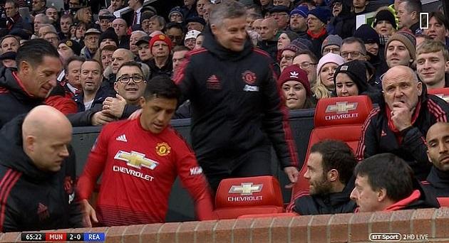 Sanchez ngồi ghế thầy và những khoảnh khắc thú vị ở FA Cup - Bóng Đá