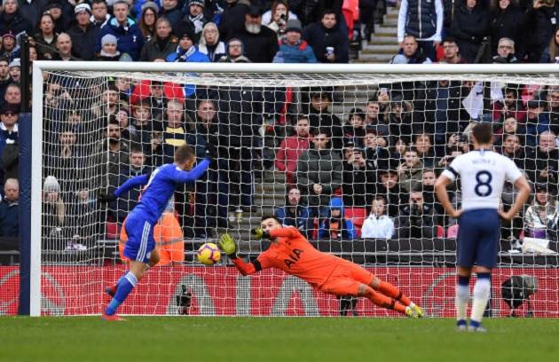 Tottenham gác Man Utd 9 điểm trong ngày Vardy sút hỏng phạt đền - Bóng Đá