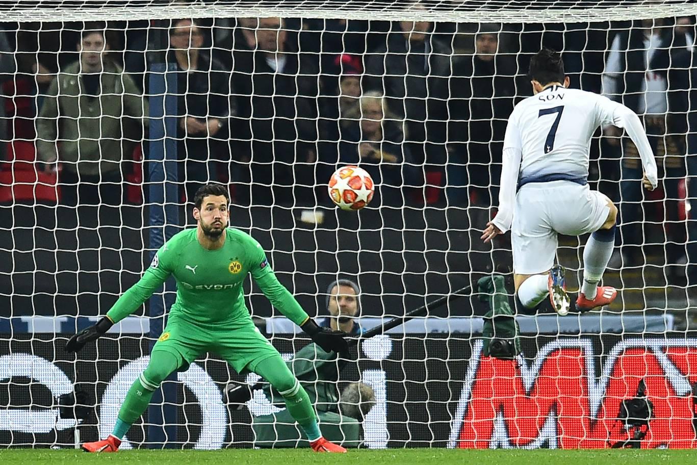 Dư âm chiến thắng Tottenham: Cái bẫy của Pochettino, Sancho chưa tầm thi đấu ở Premier League - Bóng Đá