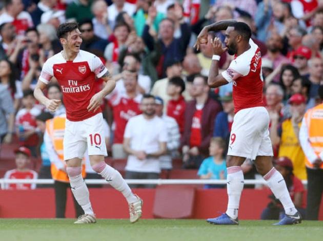 Mustafi nổi giận với đồng hương sau khi bị người cũ Man Utd qua mặt dễ dàng - Bóng Đá