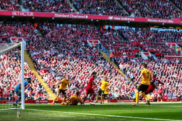 Mang cả áo Brighton đến sân, CĐV Liverpool vẫn phải ôm mặt nức nở - Bóng Đá