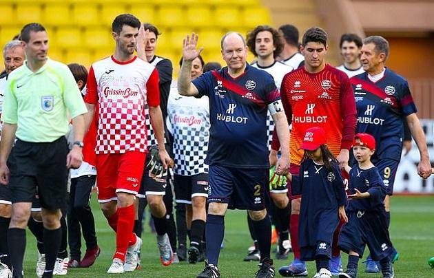 Hoàng tử Monaco xỏ giày đọ sức với huyền thoại Barca - Bóng Đá