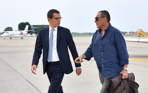 Thị sát Juve, Sarri khiến hai nhân vật quan trọng nhất Juve phải ra đón - Bóng Đá