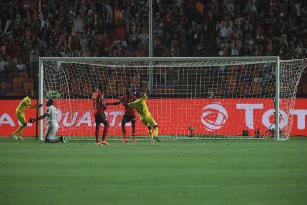 Đối thủ nặng kí của Salah thoát thua sau pha bỏ lỡ của năm - Bóng Đá
