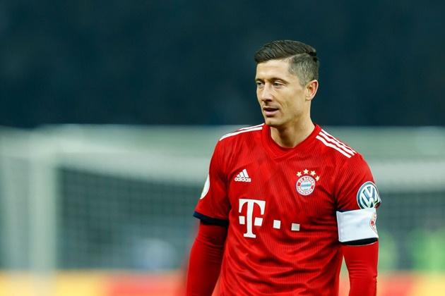Lewandowski đặt ra câu hỏi về chính sách chuyển nhượng của Bayern