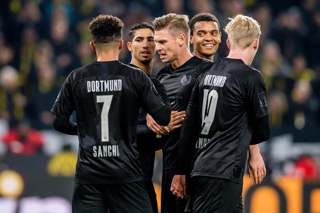 Borussia Dortmund set for summer overhaul: Akanji and Sancho to leave, Camavinga and Hakimi to arrive? - Bóng Đá