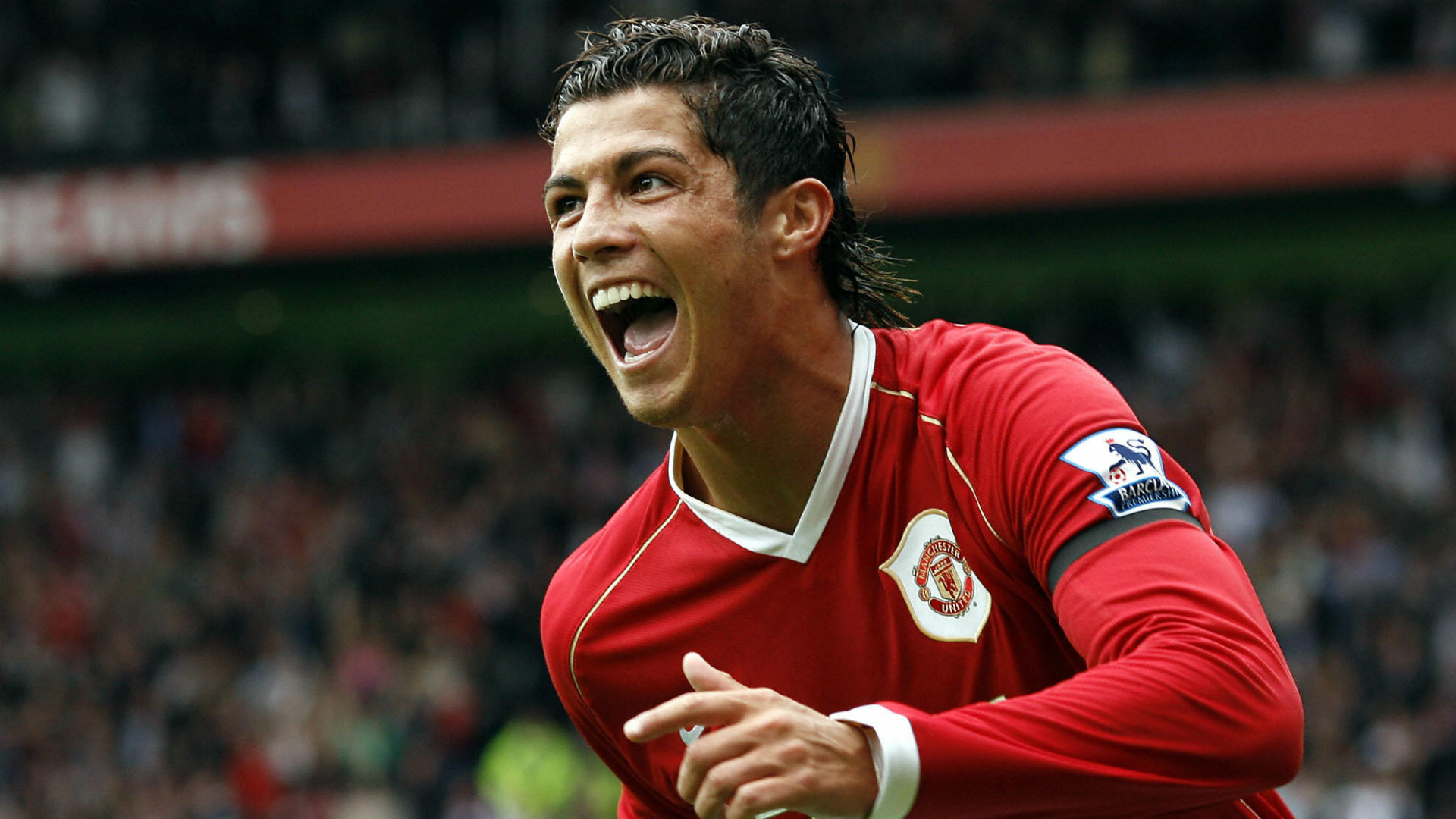 Diego Forlan claims Cristiano Ronaldo 'spent all day looking in the mirror' at Manchester United - Bóng Đá