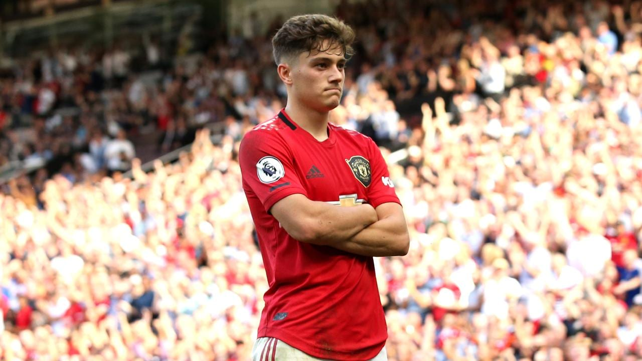 Daniel James on reece james and Bissaka - Bóng Đá