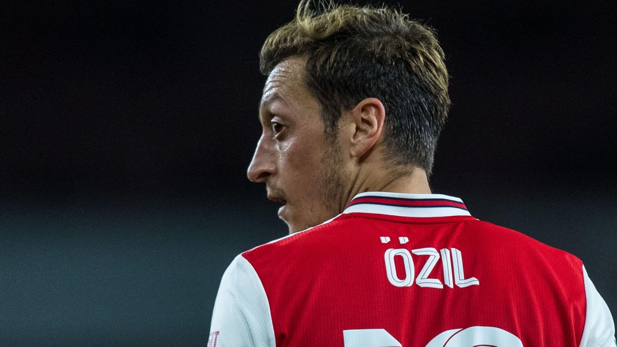 Tái thiết đội hình, Arsenal thâu tóm một lúc 3