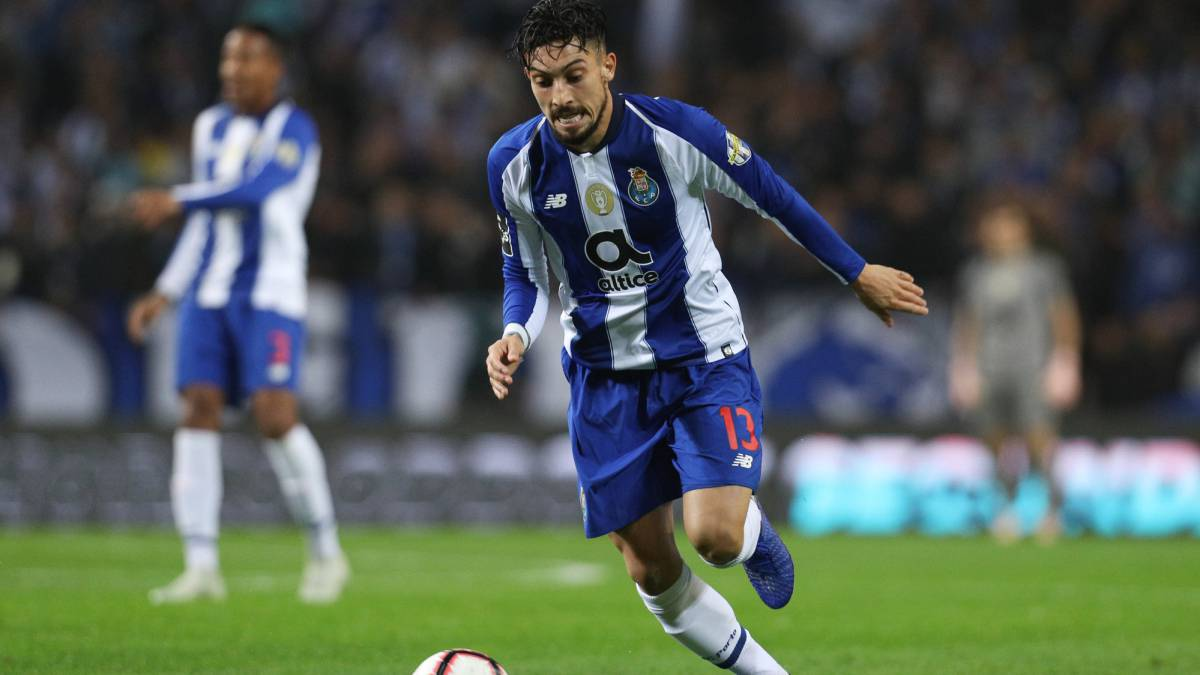 Chelsea entered late bid for Alex Telles - Bóng Đá