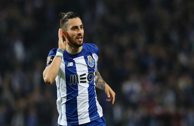 Chelsea join Man Utd in Alex Telles transfer - Bóng Đá