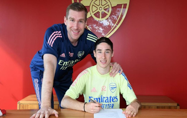 """Nc247info tổng hợp: Arsenal ký hợp đồng với """"ảo thuật gia Mexico"""""""