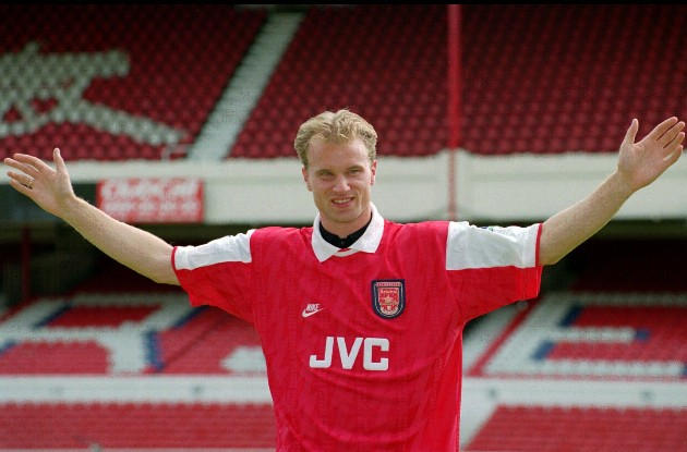 Arsenal fans react as Dennis Bergkamp's son reportedly trials with Gunners U23s - Bóng Đá