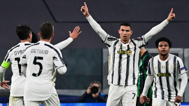 7 - Sau khi đánh bại Ferencvaros, Juventus cũng có cho mình lần thứ 7 liên tiếp góp mặt trong vòng 16 đội của Champions League. Họ trở thành đại diện thứ hai của Serie A đạt được cột mốc này, bên cạnh Inter Milan (8 lần).