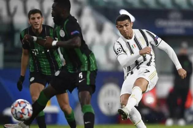 15 - Cuối cùng lại nhắc về Ronaldo, anh đã trở thành cầu thủ thứ ba trong lịch sử ghi bàn trong 15 mùa giải Champions League liên tiếp sau bàn thắng vào lưới Ferencvaros. Chỉ duy nhất Karim Benzema và Messi có thành tích tốt hơn siêu sao người Bồ Đào Nha (cùng là 16 mùa giải).