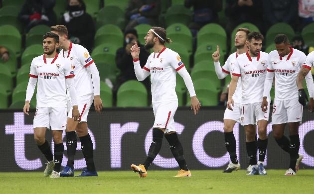 2 - Cả hai bàn thắng Sevilla ghi được trong trận thắng Krasnodar (nhờ công Ivan Rakitic ở phút 03:52, Munir El Haddadi ở phút 94:10) đã lần lượt trở thành pha lập công sớm nhất và muộn nhất của Sevilla trong lịch sử Champions League.