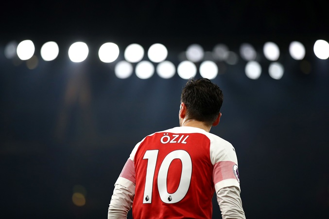 2 ARSENAL REPLACEMENTS FOR OZIL THEY MUST LOOK AT  - Bóng Đá