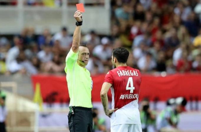 Fabregas là tác nhân khiến Monaco thua trận.