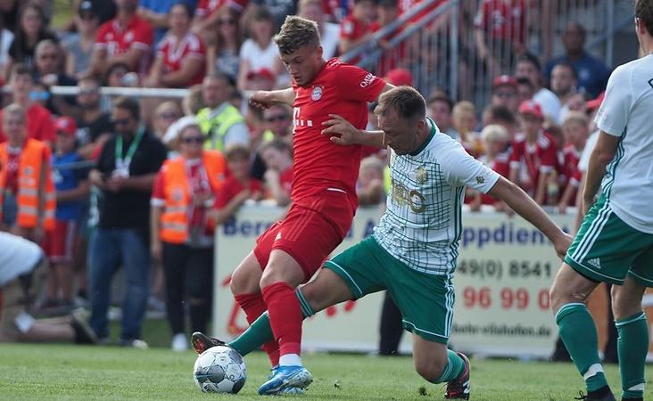 FC Bayern beat an amateur XI of fan club Vilshofen Rot Weiß 13-1 - Bóng Đá