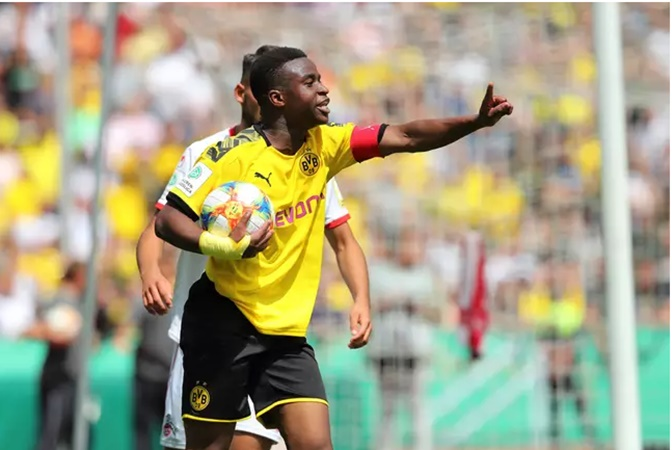 Youssoufa Moukoko Scored An Eight Minute Hat-Trick For Borussia Dortmund Under 19's - Bóng Đá