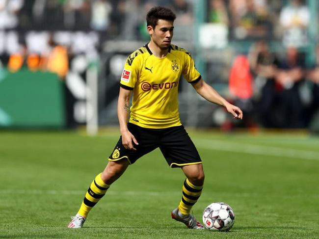 Paris St. Germain still chasing Borussia Dortmund winger Raphael Guerreiro - Bóng Đá