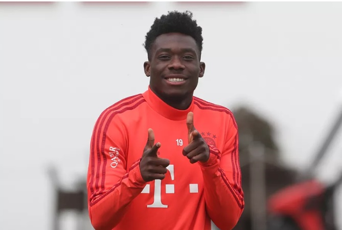 Alphonso Davies was fined €20k by Niko Kovač after being four hours late to practice - Bóng Đá