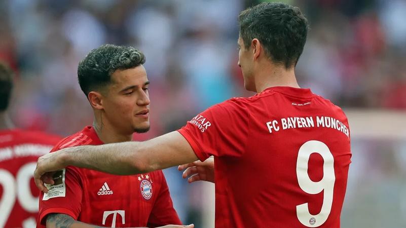Được Lewandowski nhường penalty, Coutinho
