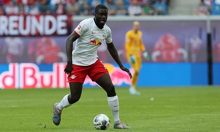 Arsenal could go back in for RB Leipzig defender Dayot Upamecano relause clause 53 million - Bóng Đá