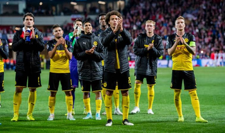 Ở lượt trận thứ 2, Borussia Dortmund vừa có chiến thắng 2-0 ngay trên sân khách chạm trán Slavia Praha. 3 điểm sau cuộc đối đầu này giúp đội bóng áo vàng đen dẫn đầu bảng F, hơn Barcelona về hiệu số.