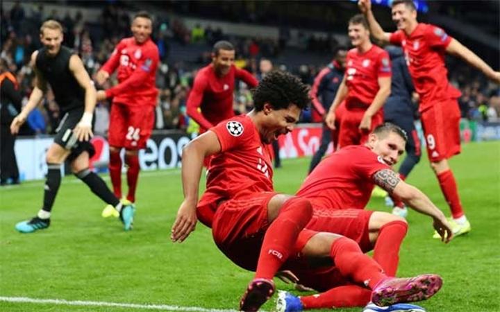 SỐC! Phá lưới Tottenham 4 lần, 'kẻ Arsenal từ bỏ' bị đồng đội đốn giò ngã chổng vó - Bóng Đá