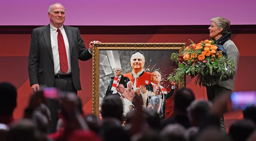 Uli Hoeneß began his last speech as FC Bayern president with words of thanks - Bóng Đá