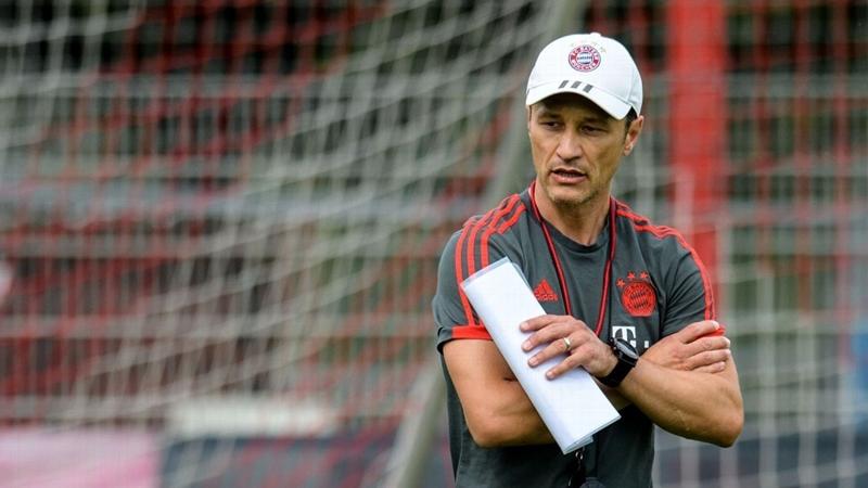 Thấy gì từ việc chủ tịch Hoeness chia tay Bayern? - Bóng Đá