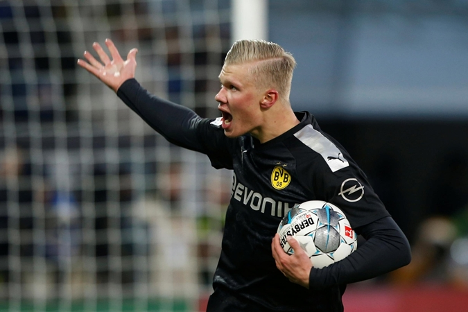 Just like Aubameyang! Erling Haaland scores amazingly similar hat-trick on debut - Bóng Đá