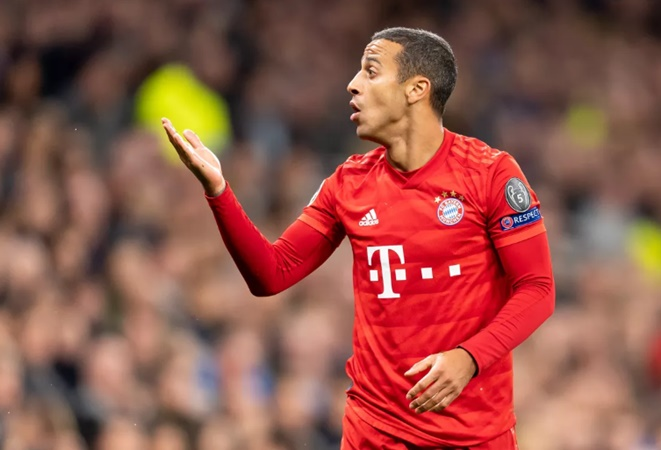 Regarding Thiago's future, Bayern are set to decide whether to give Thiago a new improved contract - Bóng Đá