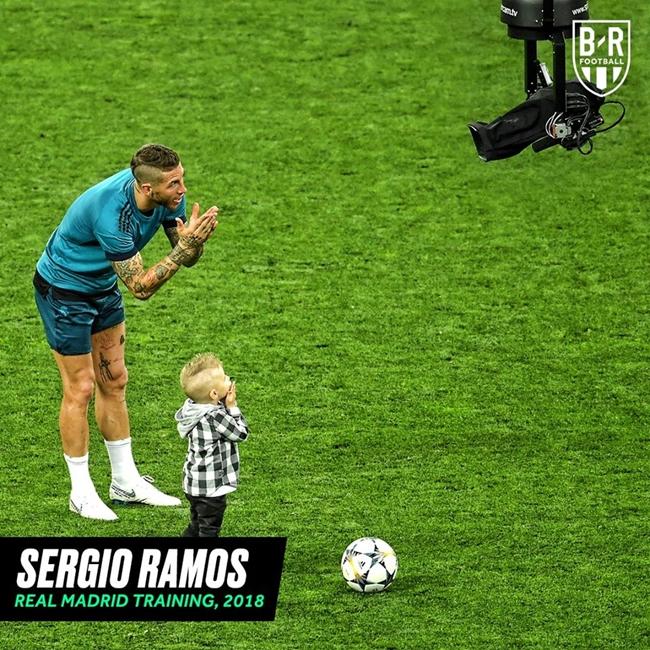 Cầu thủ tạo dáng ăn mừng trước Camera - Bóng Đá