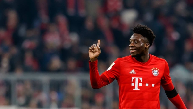 ayern are in talks with Alphonso Davies over a new contract. - Bóng Đá