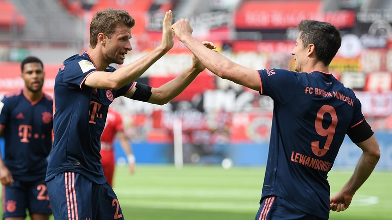 Muller hit milestones as Bayern ease past Leverkusen - Bóng Đá