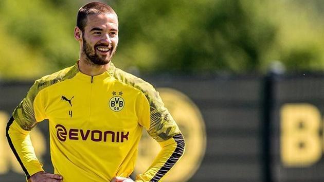Heracles sign Borussia Dortmund centre-back - Bóng Đá