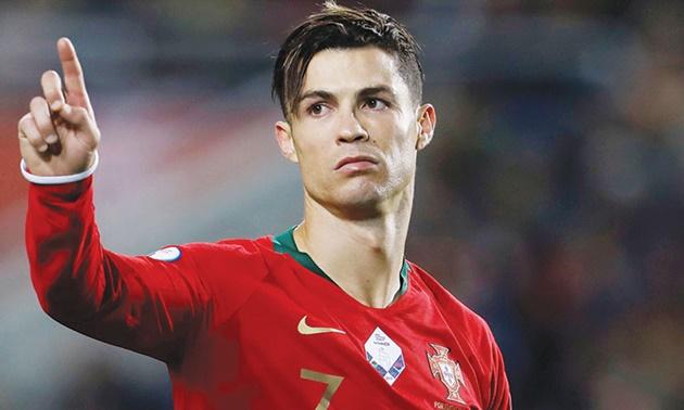 Cần gì Ronaldo,