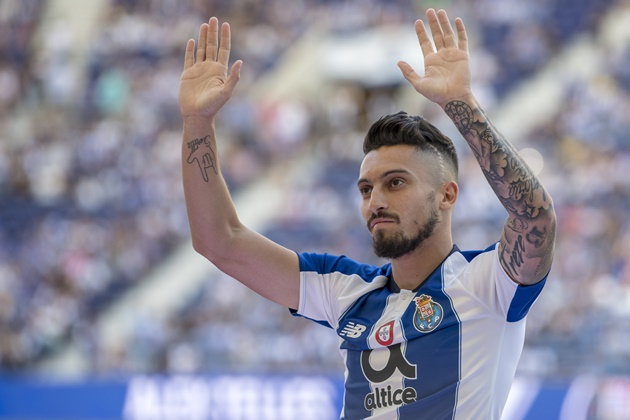 Manchester United have been offered a chance to sign FC Porto defender Alex Telles in a deal worth £22.7 million - Bóng Đá