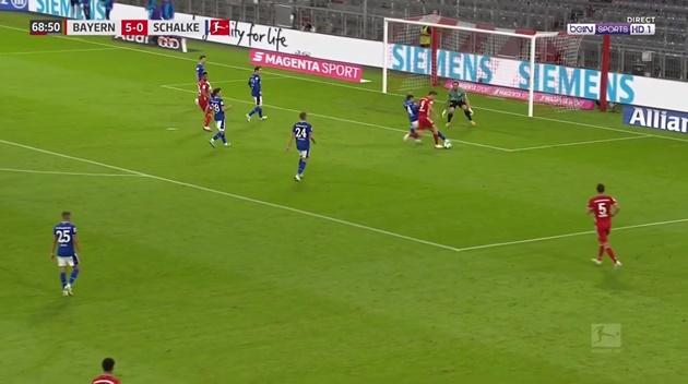 Cú rabona kiến tạo của Lewandowski - Bóng Đá