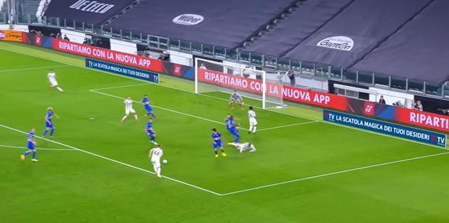 Ra mắt sát cánh cùng Ronaldo,