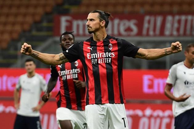 Zlatan Ibrahimovic makes history with brace against Bologna - Bóng Đá