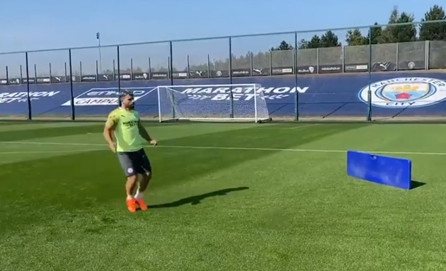 Sergio Aguero train alone as Man City star stays sharp during two-month injury layoff - Bóng Đá