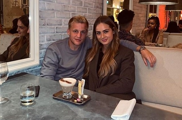 Manchester United new boy Donny van de Beek and girlfriend Estelle Bergkamp - Bóng Đá