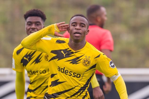 Youssoufa Moukoko nets third straight hattrick for Borussia Dortmund U19s - Bóng Đá