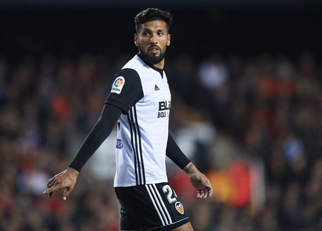 SOME LIVERPOOL FANS WANT DEAL FOR EZEQUIEL GARAY AFTER VAN DIJK AND MATIP NEWS - Bóng Đá